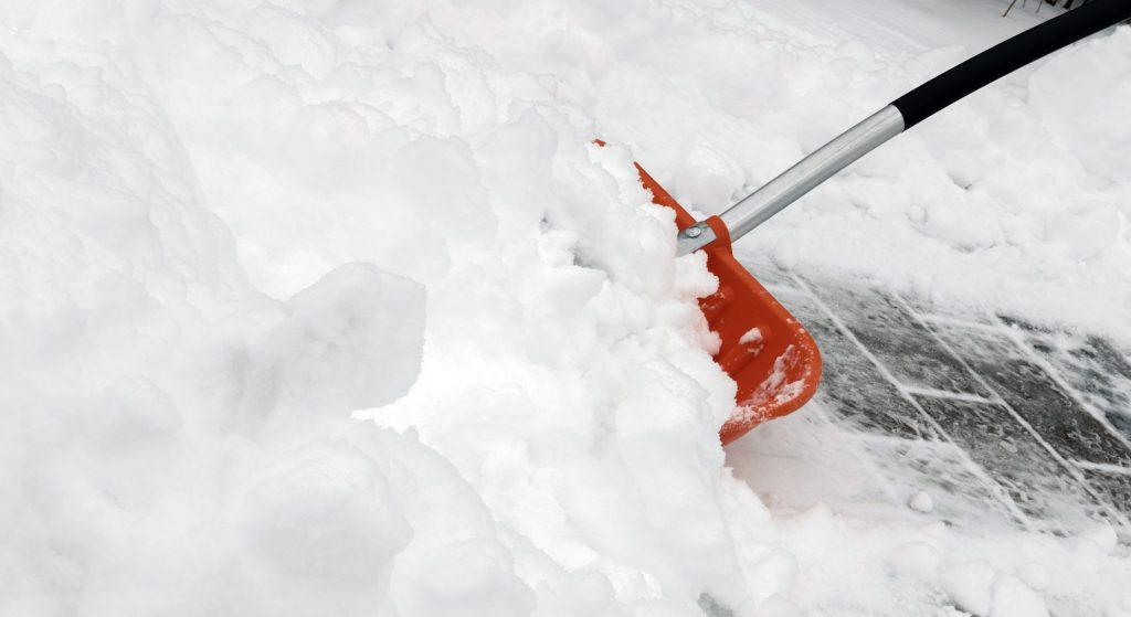 Sniego valymas - teikiame sniego valymo paslaugą fiziniams ir juridiniams asmenims. Sniego valymas nuo stogų, kiemuose ar kitose kliento pageidaujamose vietose.
